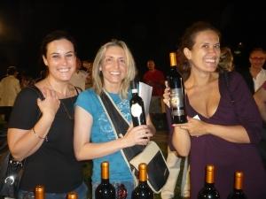 """le nostre amiche: Elena Farinelli del blog """"Io amo Firenze"""" a destra , Ylenia Caioli di """"Obiettivo 3"""" e Laura  avvocato di fiducia!!!!"""